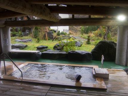 露天の景色もすばらしい温泉