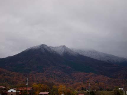 南葉山の上に雪が