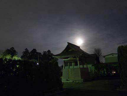 月が雲の中に