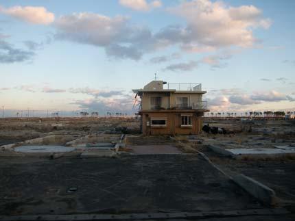 津波で荒らされて残った風景