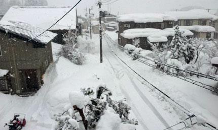 雪下ろししていない家