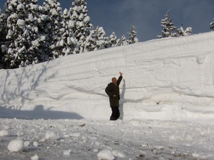 雪は、183cmの私の倍くらい積み上がっていました