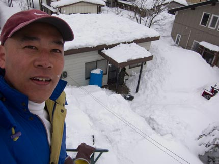私は、あい企画事務所とカーポート、小屋の雪下ろし