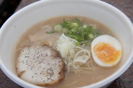 地鶏を使ったスープに細麺、チャーシューは鶏肉じゃなくて豚バラ