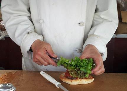 新鮮レタスに美味しいハンバーグ
