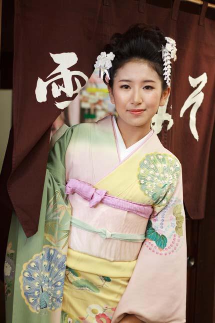 初代十日町きもの女王の藤巻栞奈さん2