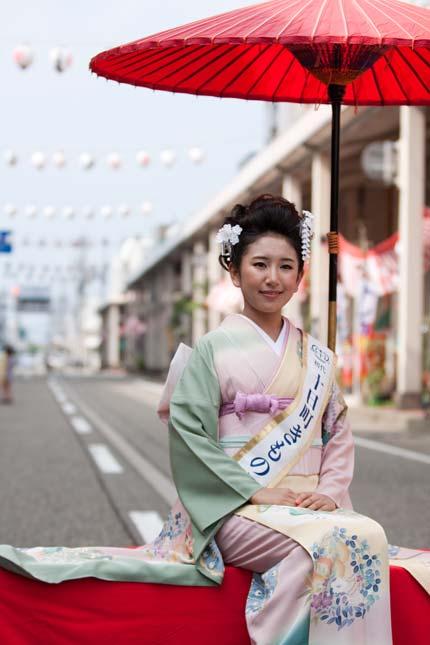 初代十日町きもの女王の藤巻栞奈さん4