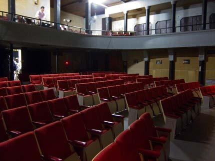 劇場内を見学