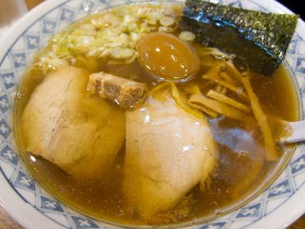 醤油白らー麺680円+味玉100円