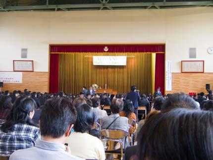 直江津中学校の生徒、PTA、地域の私達も講演を聞くことが出来ました