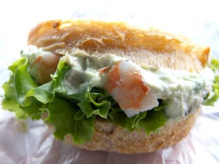 エビとアボガドのサンドイッチ