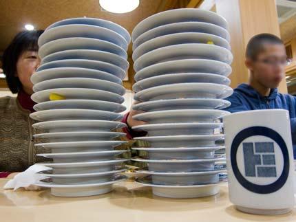 次々にお皿が積み上がります