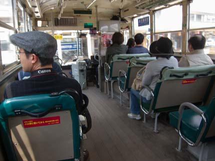 シャトルバスを利用