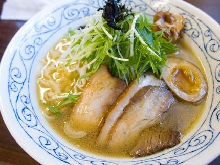 鶏骨醤油ラーメン750円