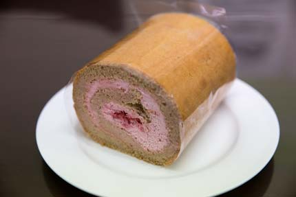イチゴのロールケーキ800円
