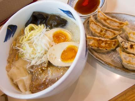 特製らー麺880円+餃子割引クーポンで150円
