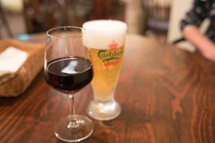 生ビールと赤ワイン