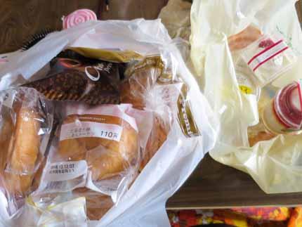 パンや菓子など
