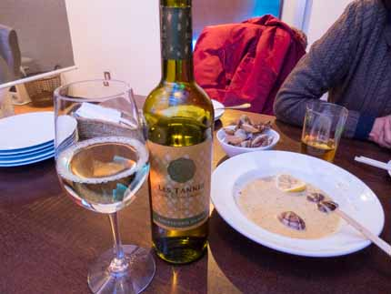アサリ料理に白ワイン
