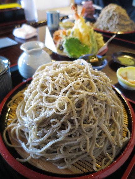 富士山型の大盛り蕎麦