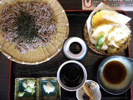 野菜てんぷらざる820円