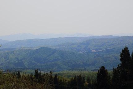 春霞かかる山