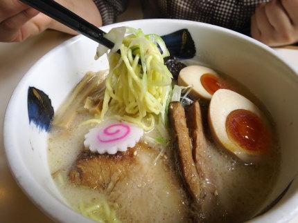 しおらーめん750円+サ-ビス味玉