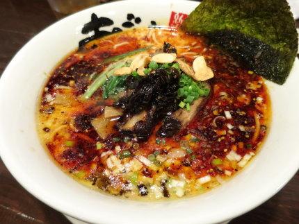 辣鹽濁白湯麺(からしおとんこつらーめん)860円