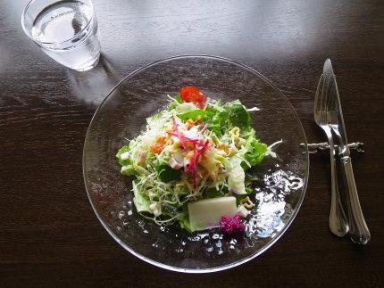 ボリュームたっぷりのサラダ