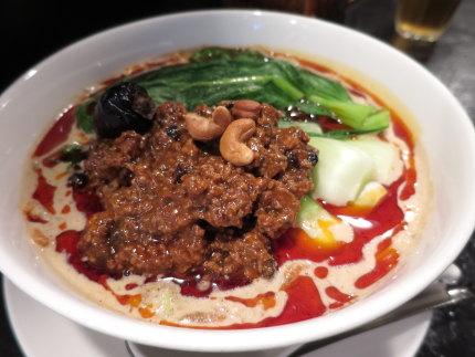 担々麺(たんたんめん)900円