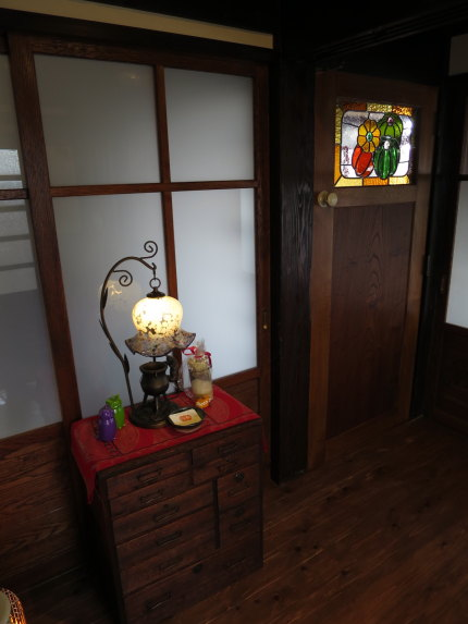 ステンドグラス風のドア