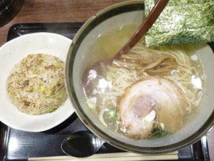 らーめん(清湯)570円+ミニチャーハン250円