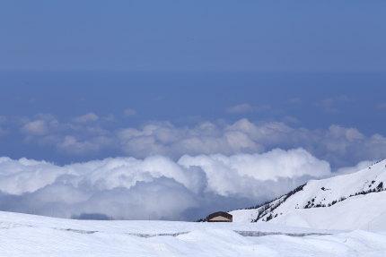 雲海の先に日本海そして空へ