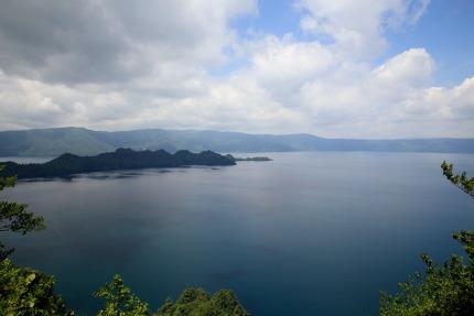 雄大な十和田湖を望みました