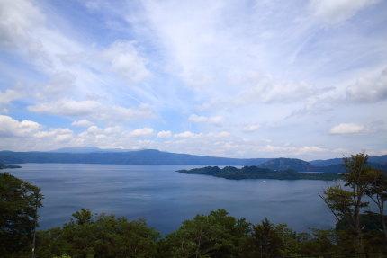 発荷峠展望台から見る十和田湖