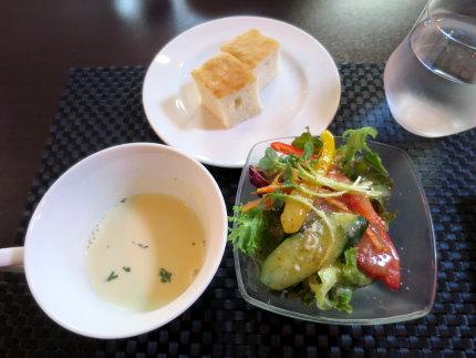 サラダとスープとパン