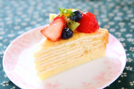 フルーツクレープケーキ苺280円(税込み)