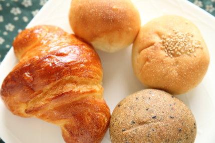 人気のクロワッサンに安いあんパン
