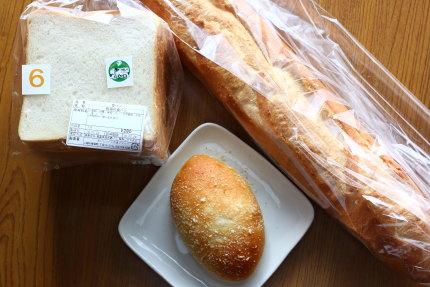 食パンとバケット、焼きカレーパン