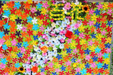 花をちりばめて貼った作品