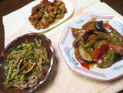 青椒肉絲、酢豚、上海黒酢鶏
