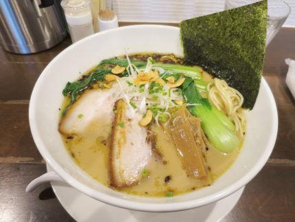 醤油白湯麺800円(税込)