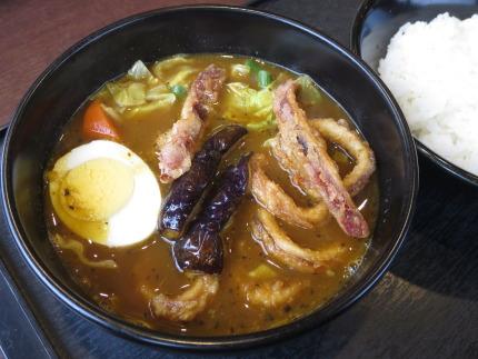 スープで食べるイカカレー