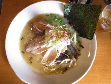 塩白湯麺850円(税込)