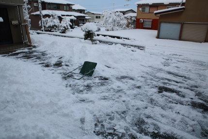 スノーダンプで人力除雪