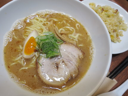 濃厚鶏そば×半チャーハン850円(税込)