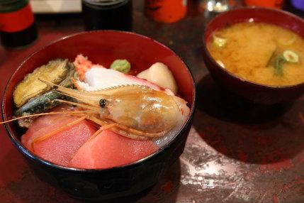 海鮮丼が2500円