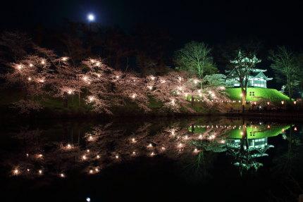 月と高田城三重櫓と夜桜