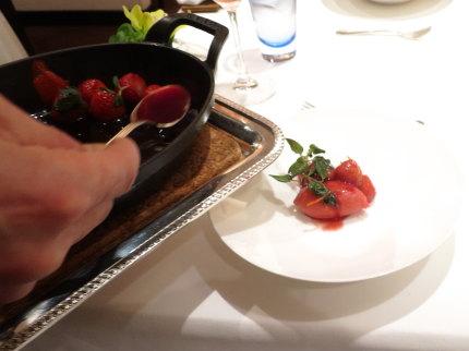 苺のシャーベット温いちごのせ