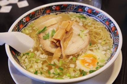 味彩塩拉麺750円(税込)